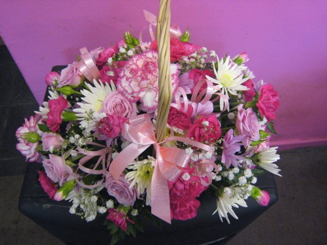 The basket can be made in alternative flowers and colours just mention when you order.
